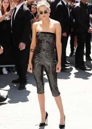 Kristen Stewart - Chanel Fashion Show FW 2017 in Paris