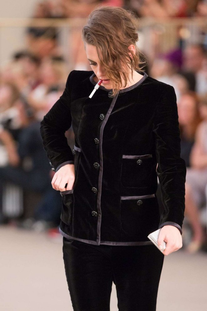 Kristen Stewart - Chanel Fashion Show in Paris