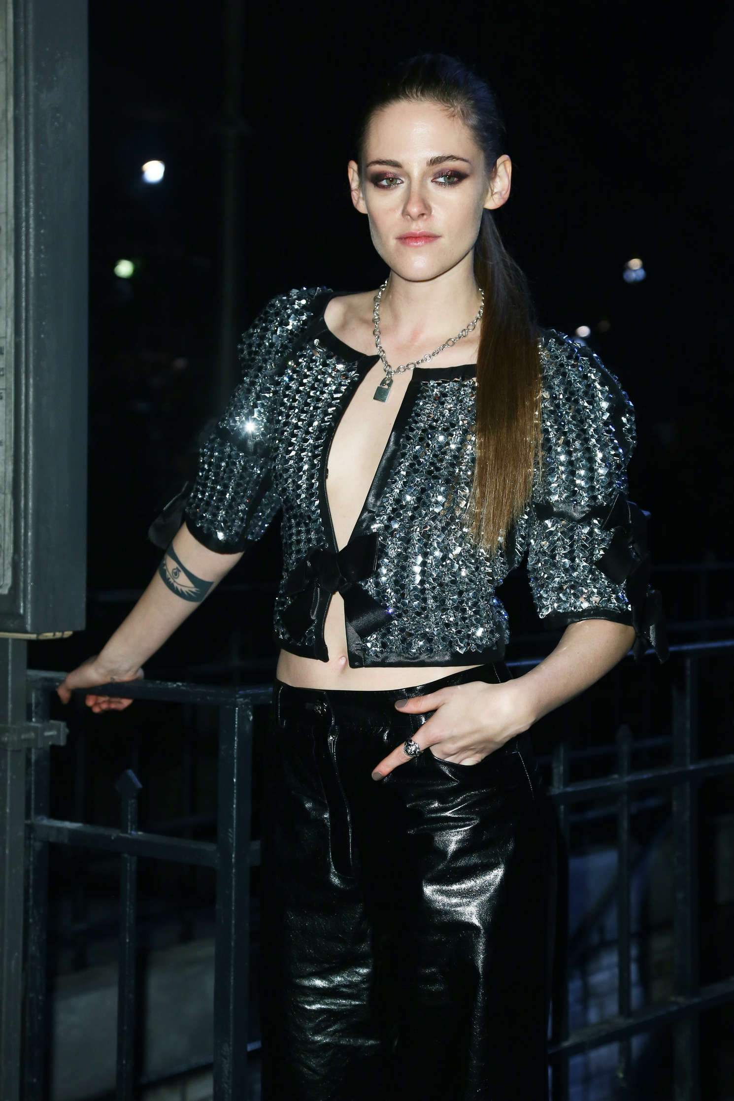 kristen stewart chanel metiers d 39 arts fashion show in rome. Black Bedroom Furniture Sets. Home Design Ideas