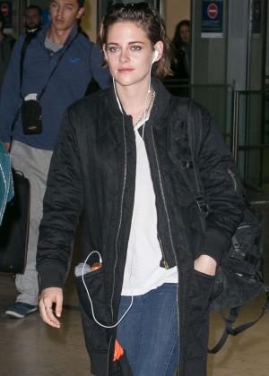 Kristen Stewart - Charles de Gaulle Airport in Paris