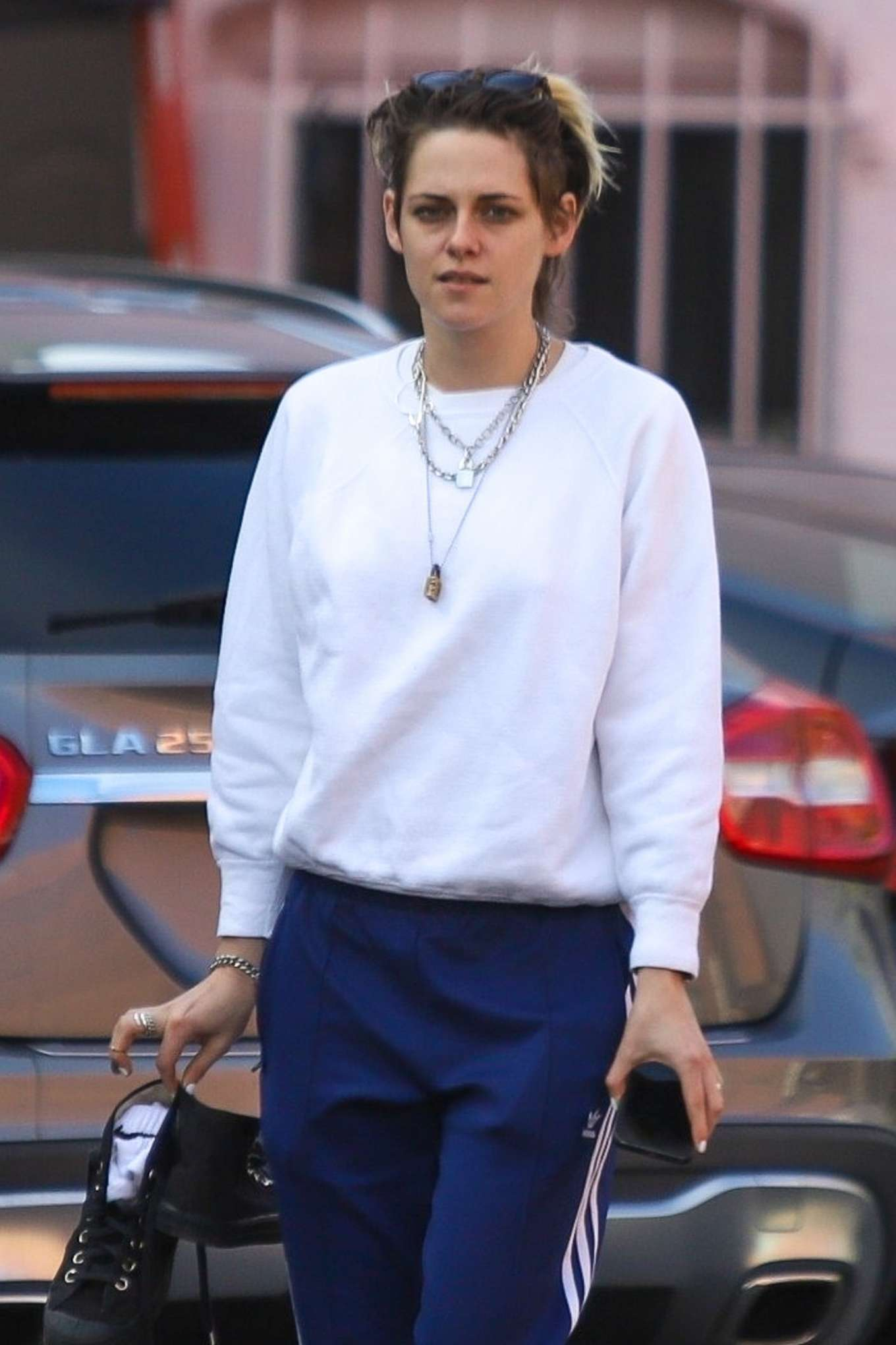 Kristen Stewart - Exiting a nail spa in Hollywood