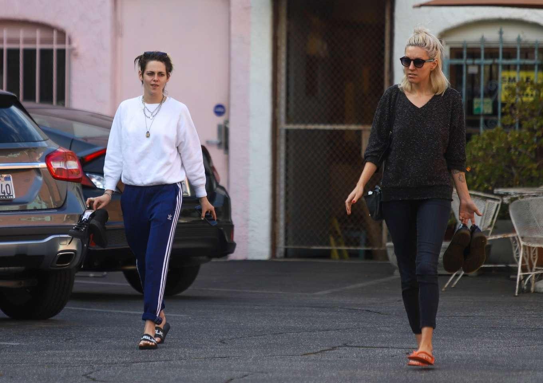 Kristen Stewart 2019 : Kristen Stewart – Exiting a nail spa in Hollywood-13