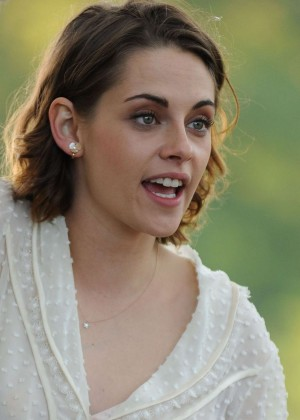 Kristen Stewart - Filming Woody Allen Movie in Central Park