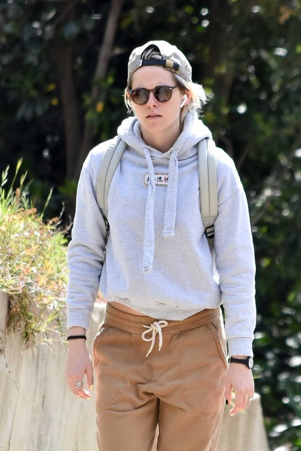 Kristen Stewart - Goes for a solo hike in Los Feliz
