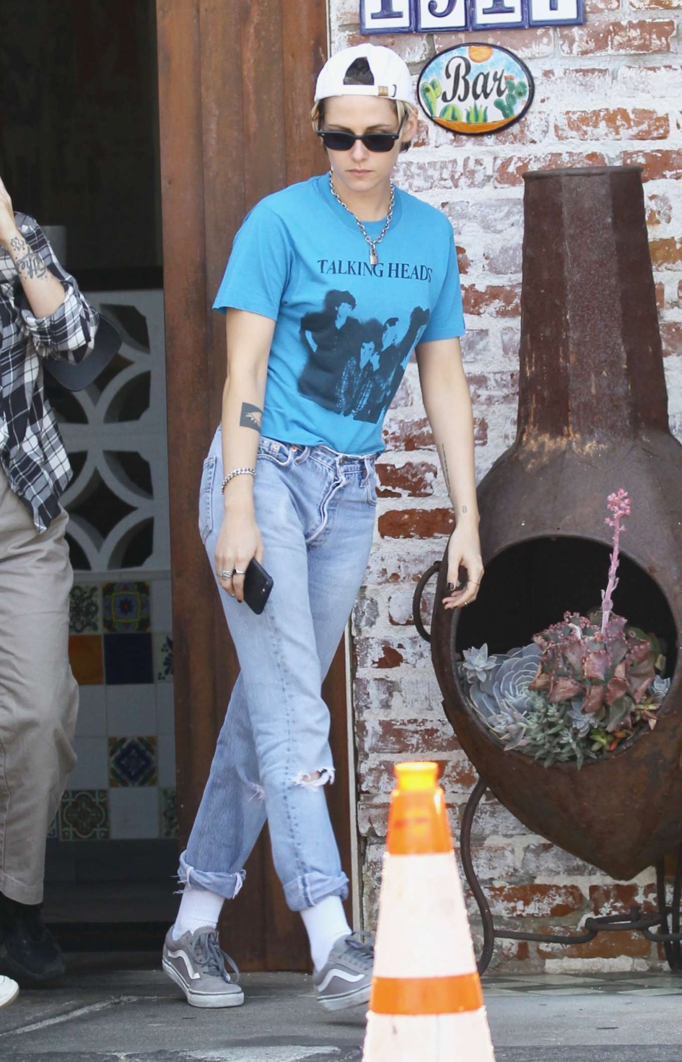 Kristen Stewart - Grabbing lunch at a Cantina in Los Angeles