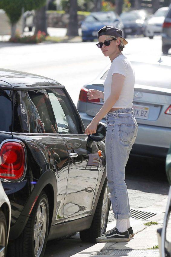 Kristen Stewart 2019 : Kristen Stewart in Jeans – Out in Los Angeles-16