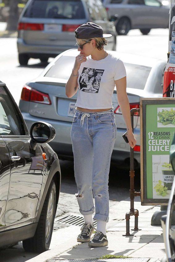 Kristen Stewart 2019 : Kristen Stewart in Jeans – Out in Los Angeles-17