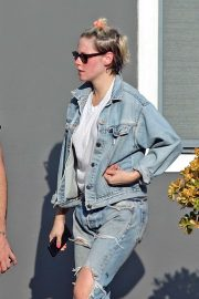 Kristen Stewart in Ripped Jeans at the nail salon in LA