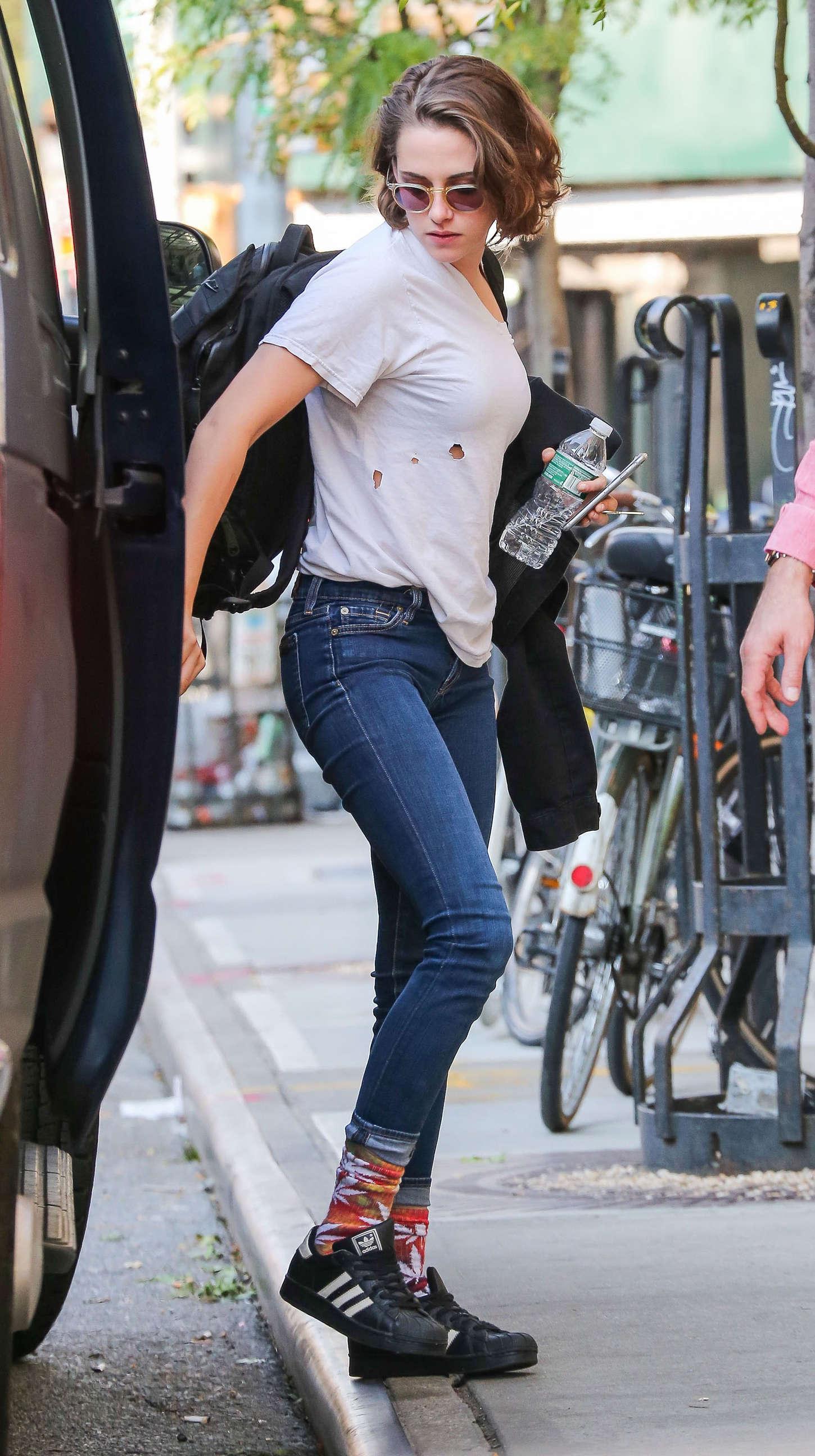 international celebrities kristen stewart in tight jeans