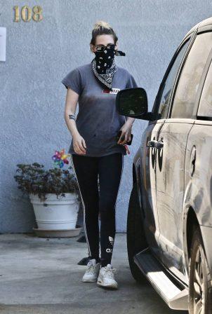 Kristen Stewart - Leaves an office building in Los Angeles