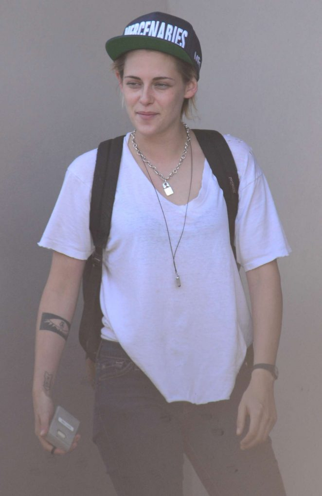 Kristen Stewart – Leaves Ridley Scotts Production Company in West Hollywood