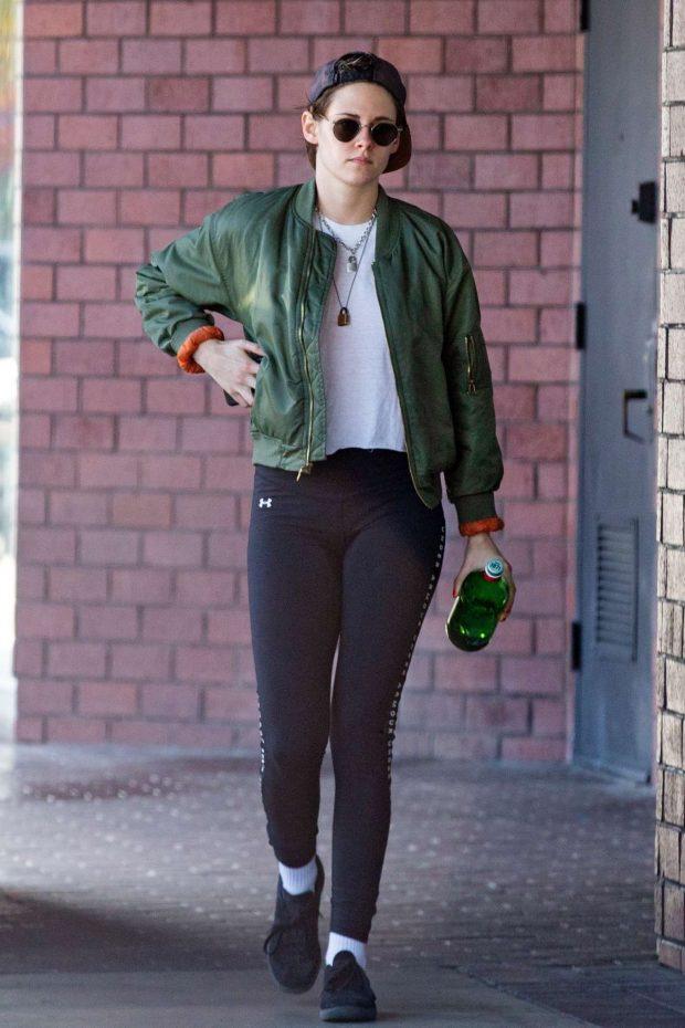 Kristen Stewart: Leaving a health spa -03