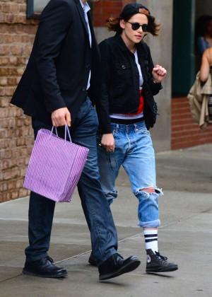 Kristen Stewart in Ripped jeans Leaving her hotel in NYC