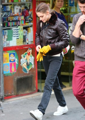 Kristen Stewart on 'Personal Shopper' set in Paris