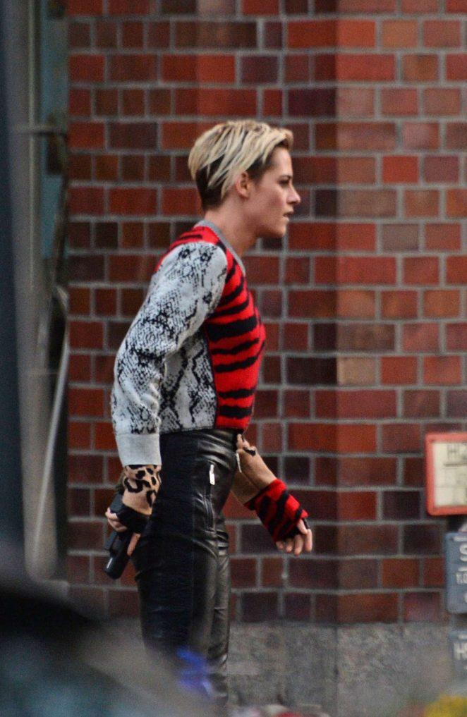 Kristen Stewart - On the set of 'Charlie's Angels' in Hamburg