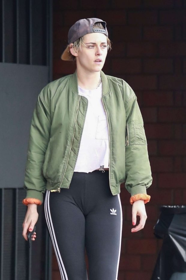 Kristen Stewart - Out at a Nail Salon in Hollywood