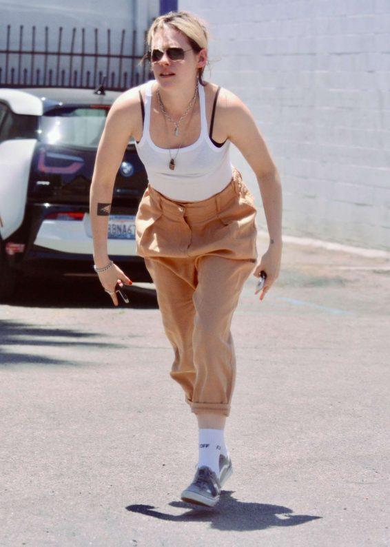 Kristen Stewart – Out for lunch in LA-10