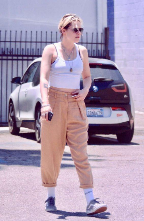 Kristen Stewart – Out for lunch in LA-16