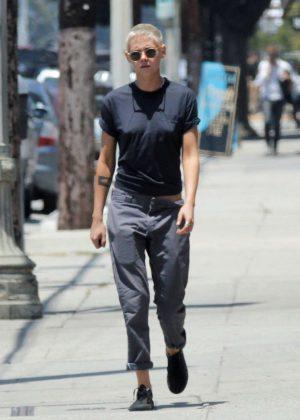 Kristen Stewart - Out in Los Feliz