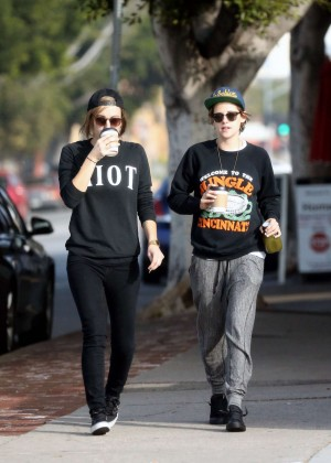 Kristen Stewart - Out with Alicia in LA