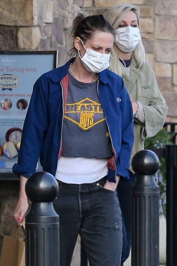 Kristen Stewart - Rocks a Beastie Boys tee in Los Feliz