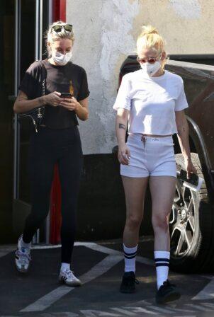 Kristen Stewart - Running errands in Los Angeles