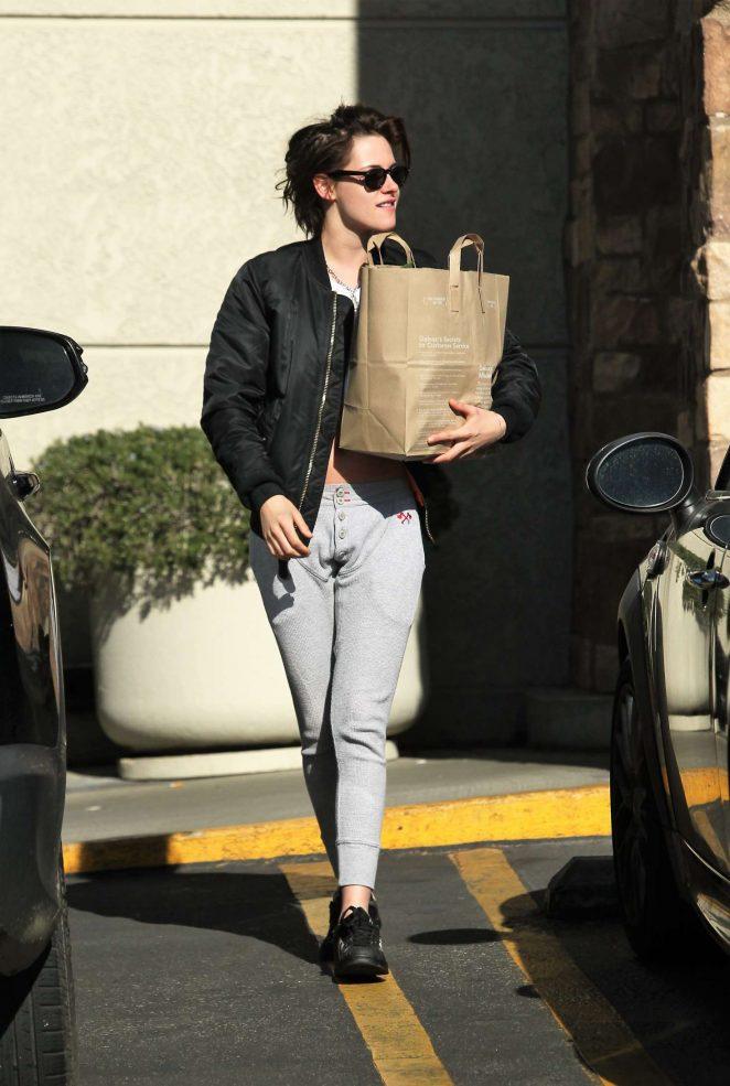 Kristen Stewart: Shopping at Gelsons -02