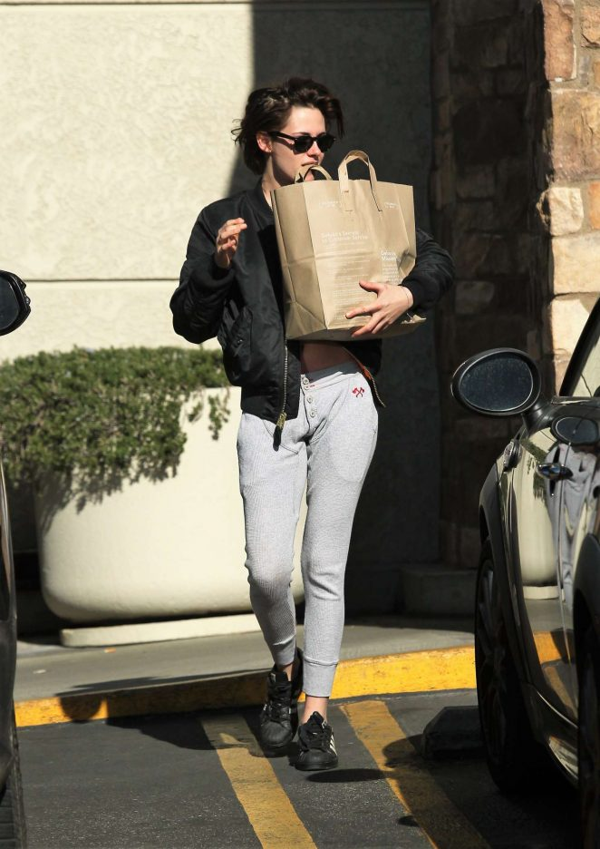 Kristen Stewart: Shopping at Gelsons -03