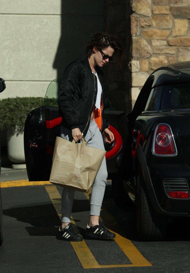 Kristen Stewart: Shopping at Gelsons -05