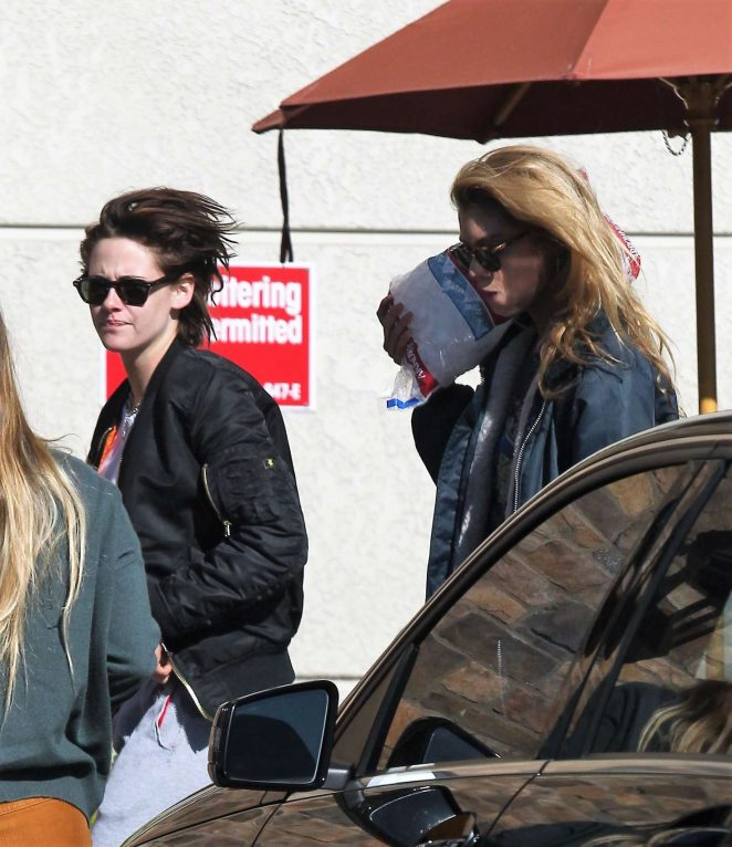 Kristen Stewart: Shopping at Gelsons -06