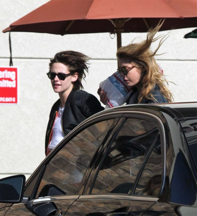 Kristen Stewart: Shopping at Gelsons -07