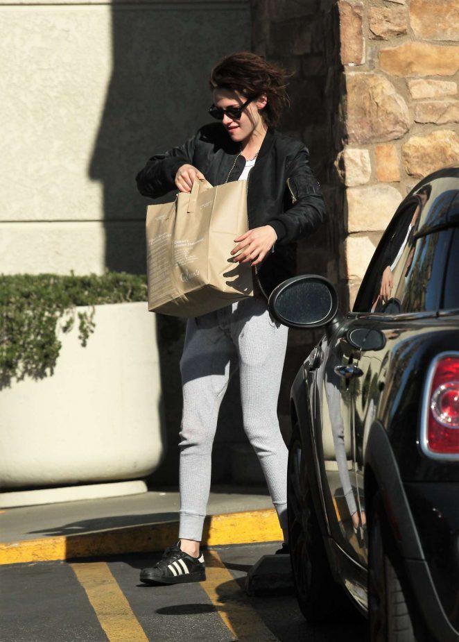 Kristen Stewart: Shopping at Gelsons -13