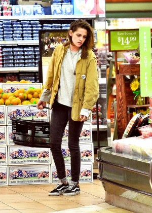 Kristen Stewart Shopping in Hollywood