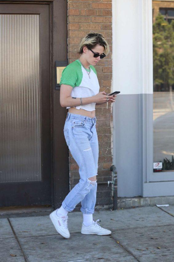 Kristen Stewart 2019 : Kristen Stewart – Spotted outside Kismet restaurant in Los Feliz-24