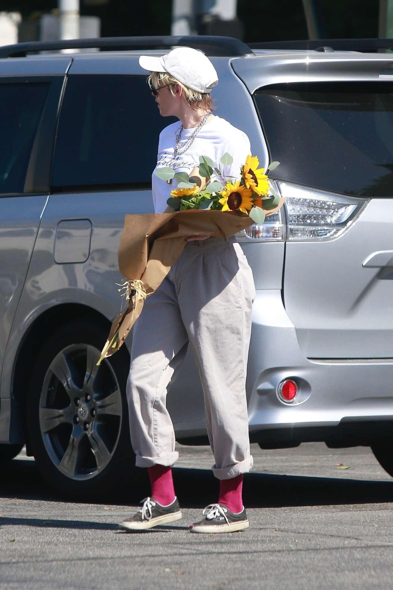 Kristen Stewart 2019 : Kristen Stewart – Spotted while out in Los Angeles-03