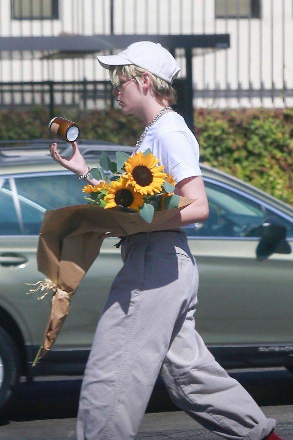 Kristen Stewart 2019 : Kristen Stewart – Spotted while out in Los Angeles-04
