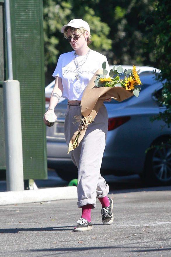 Kristen Stewart 2019 : Kristen Stewart – Spotted while out in Los Angeles-09
