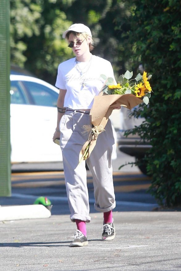 Kristen Stewart - Spotted while out in Los Angeles