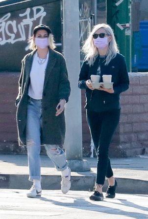 Kristen Stewart - With Dylan Meyer at Blue Bottle in Los Feliz