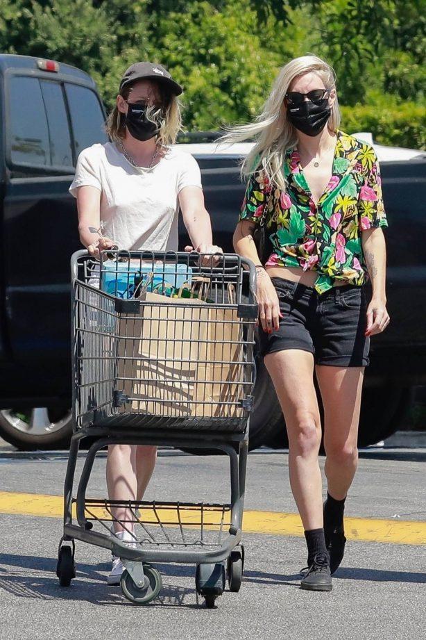 Kristen Stewart - Witrh Dylan Meyer shopping at Gelson's in Los Feliz