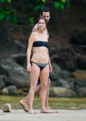 Kristen Wiig In Bikini In Kaui