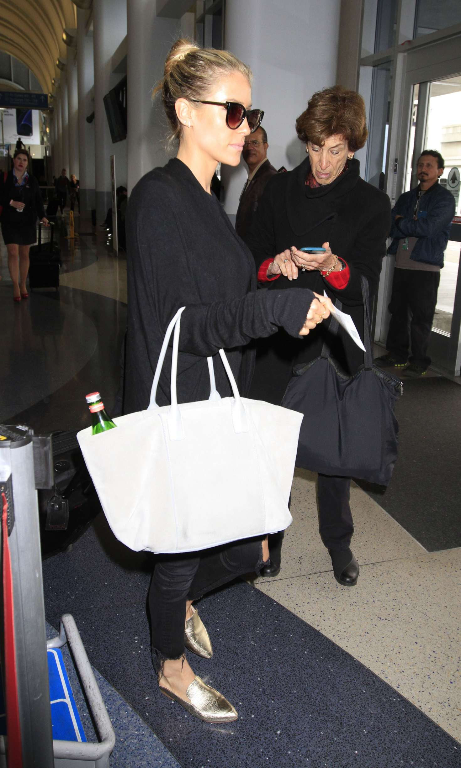 Kristin Cavallari catches a flight out of Los Angeles