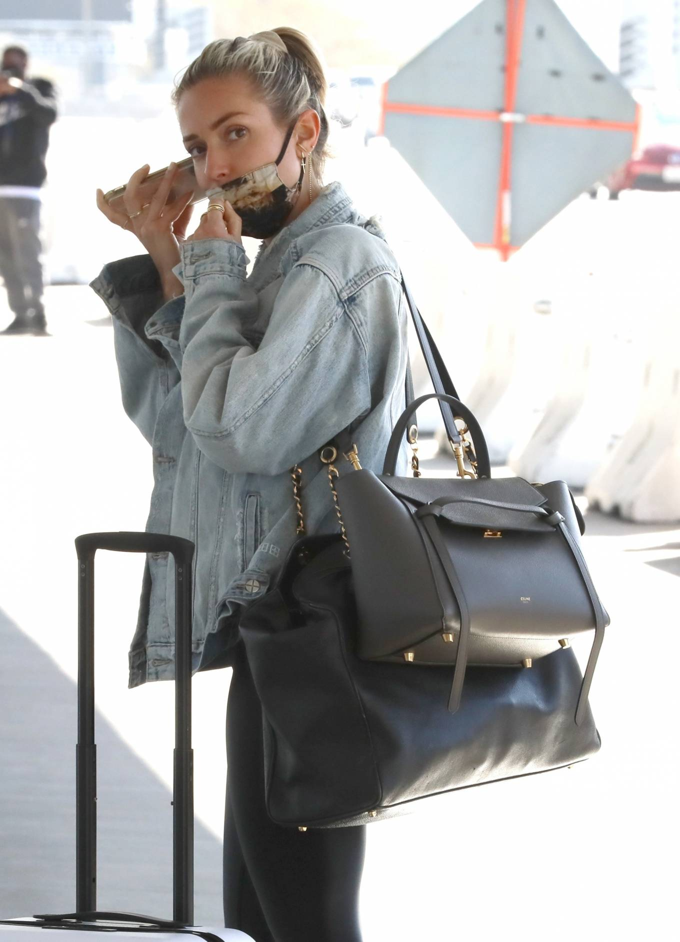 Kristin Cavallari - On phone call as she jets out of Los Angeles
