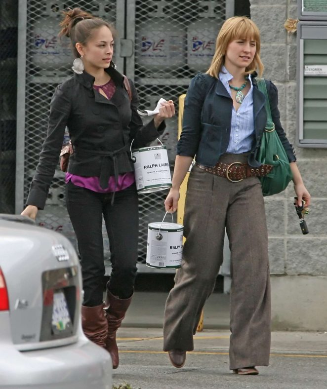 Kristin Kreuk and Allison Mack – Shopping in Vancouver