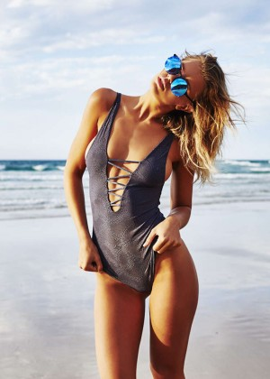 Kristina Mendonca - Bikini photoshoot