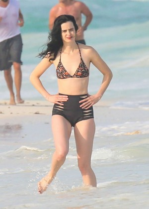 Krysten Ritter in Bikini 2016 -21