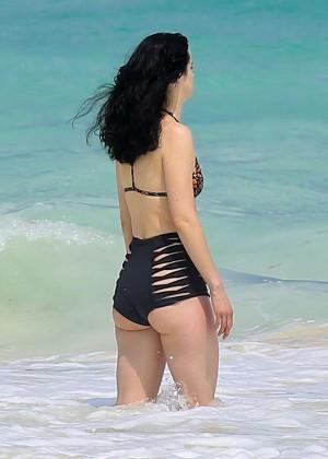 Krysten Ritter in Bikini 2016 -51