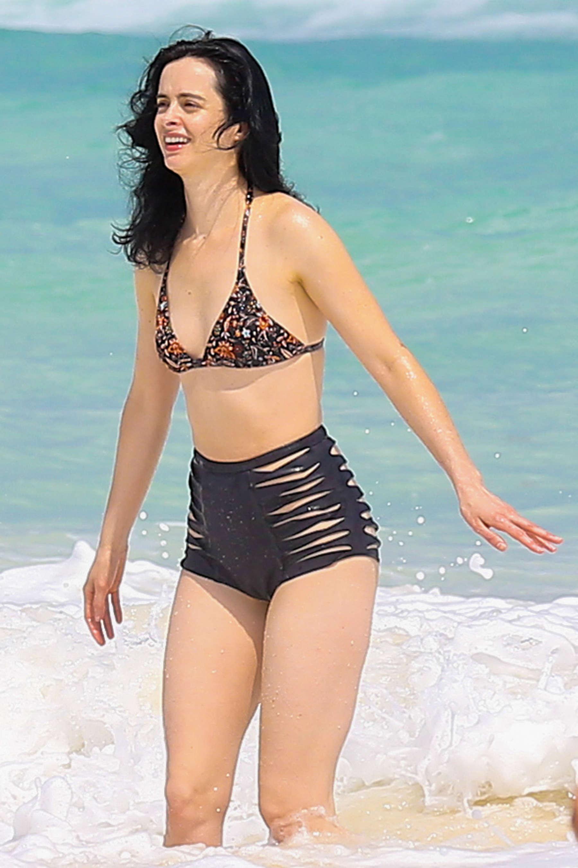 Krysten Ritter - Bikini Candids at a beach in Cancun, Mexico   Indian Girls Villa - Celebs ...