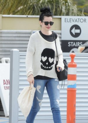 Krysten Ritter - Leaves the Access Specialty Animal Hospital in Culver City