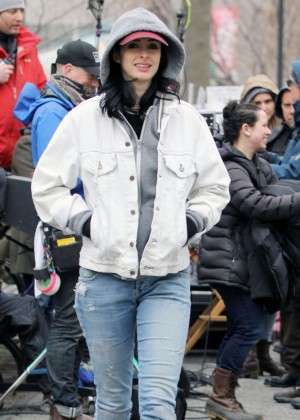 Krysten Ritter: Set of Aka Jessica Jones -01